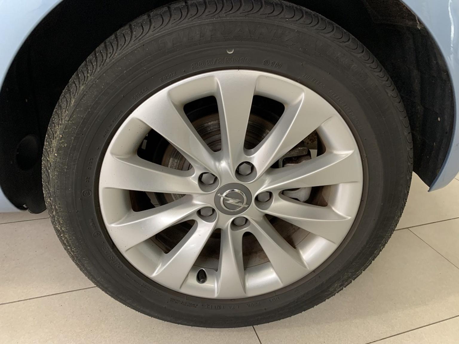 Opel-Meriva-16